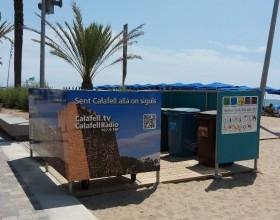 Instalación de nuevos contenedores en el paseo marítimo de Calafell